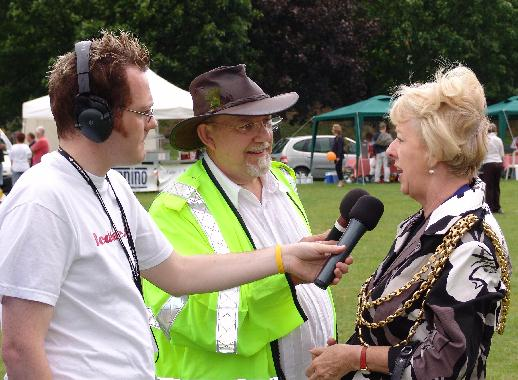aul Swann and Mike Ward interviewing the Mayor, Mrs Dorothy Ross-Tomlin.